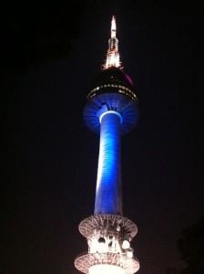 ソウルタワー!のぼるとソウルの夜景が一望できます